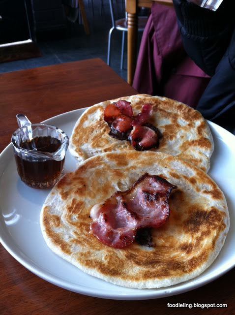 Little+leaf+and+bean+%25281%2529+-+Pancakes+with+banana+bacon+and+maple+syrup.JPG