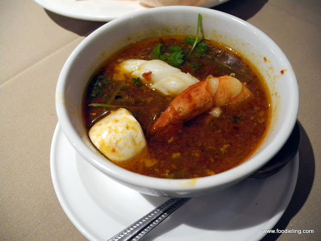 Duthy+Thai++(7)+-+Tom+yum+thalay.JPG
