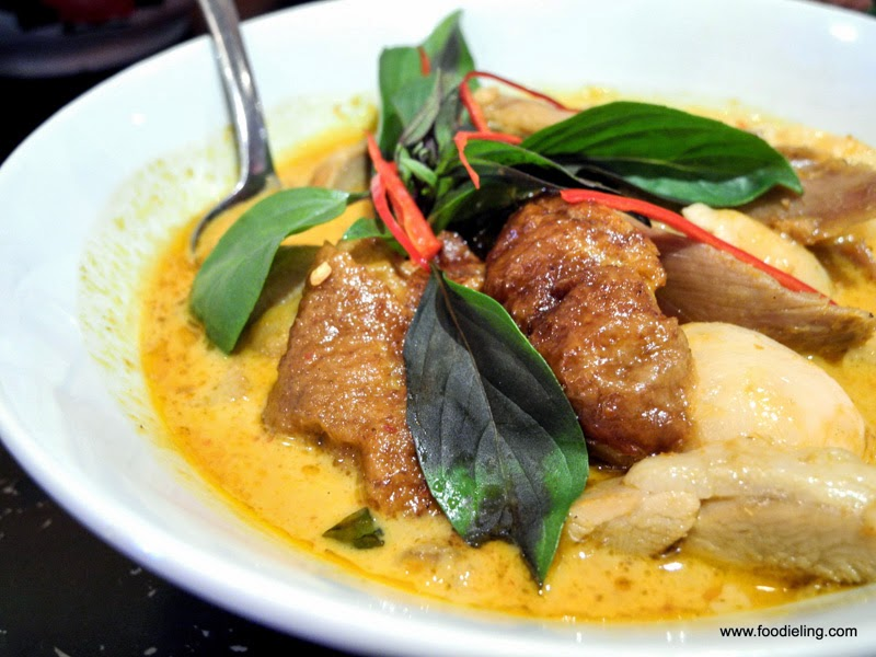 Watch Thai Prawn Curry with Lychees and Pineapple Recipe video