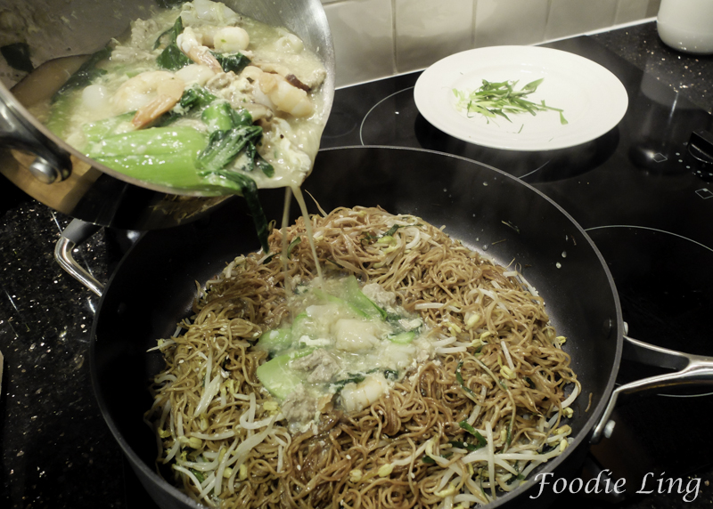Cantonese Fried Noodles with Gravy (14)